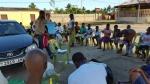 Partage-de-vêtements-avec-la-volontaire-Chiara-au-nom-du-GSFA-et-PINV-1.jpg